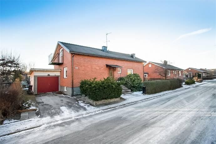 Bild: 6 rum villa på Ulvåsavägen 3B, Örebro kommun