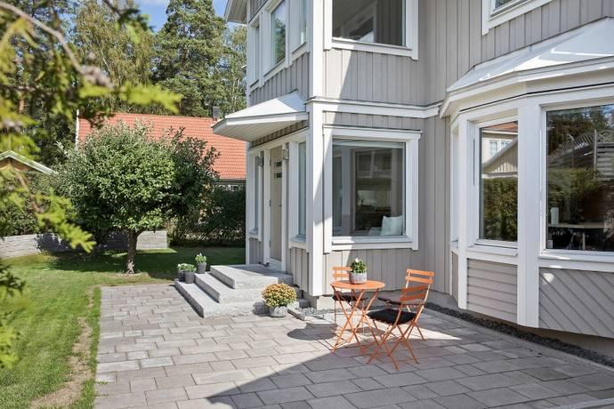 Bild: 8 rum villa på Reduttvägen 65, Täby kommun Gribbylund