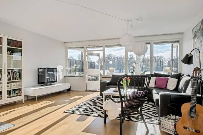 Bild: 5 rum radhus på Djursholmsvägen 36C, Täby kommun Näsby Park - Sjösidan