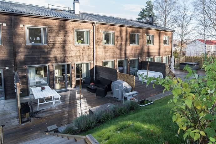 Bild: 5 rum radhus på Lakevägen 32F, Örebro kommun Ekeby-Almby