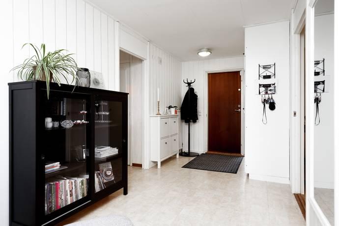 Bild: 4 rum radhus på Sandstensvägen  13, Örebro kommun Lundby