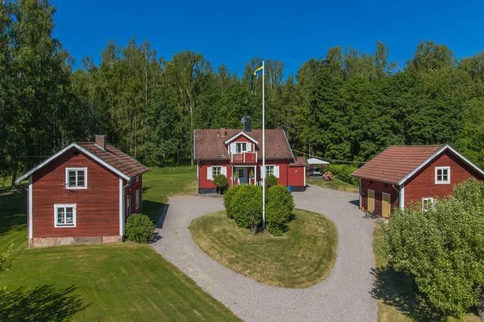Bild: 4 rum gård/skog på Råsta 104, Kungsörs kommun