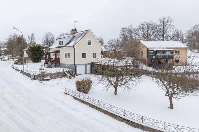 Bild: 6 rum villa på Källgatan 11, Hultsfreds kommun Virserum