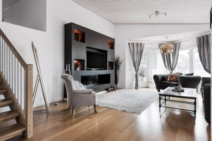 Bild: 6 rum villa på Lingonbackarna 9, Huddinge kommun Sjöängen