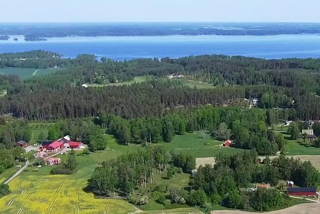 Bild: tomt på Henstavägen FYRA TOMTER, Eskilstuna kommun Eskilstuna Hensta Vallby