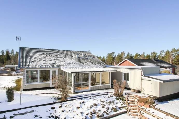 Bild: 7 rum villa på Envägen 18, Hultsfreds kommun Hultsfred