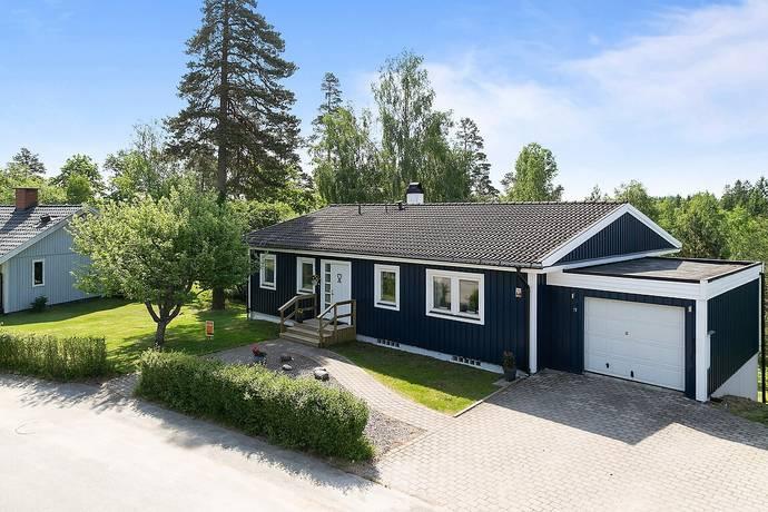 Bild: 7 rum villa på Linneavägen 27, Dals-Eds kommun Ed