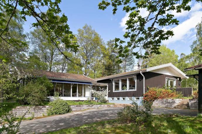 Bild: 7 rum villa på Trollsjövägen 23, Alingsås kommun Västra Bodarna
