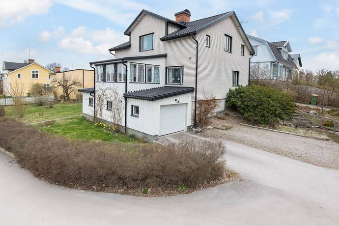 Bild: 6 rum villa på Rosenhällsgatan 12, Eskilstuna kommun