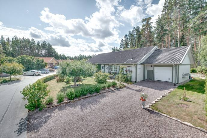 Bild: 5 rum villa på Rubanksvägen 15, Västerås kommun Västerås