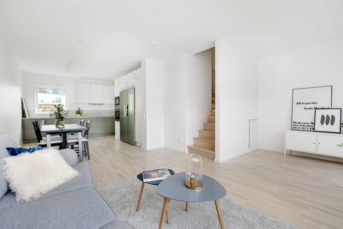 Bild: 5 rum radhus på Sällhetsvägen 11, Stockholms kommun Hässelby Norra Villastad