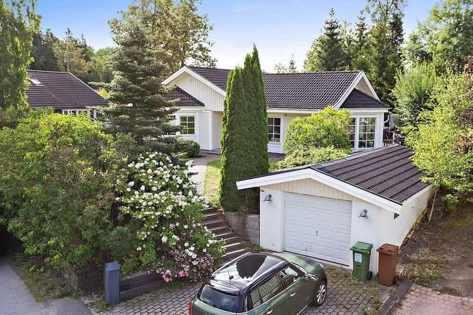 Bild: 4 rum villa på Turnévägen 10, Huddinge kommun Skogås