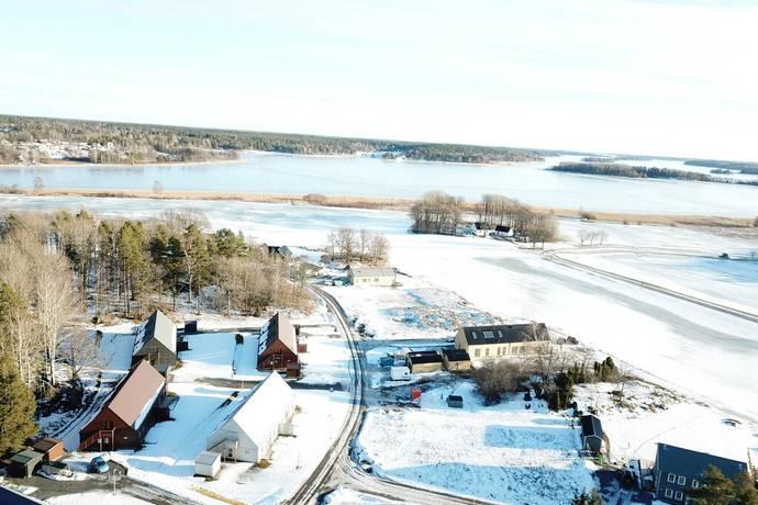 Bild: tomt på Viggvägen 13, Enköpings kommun Haga