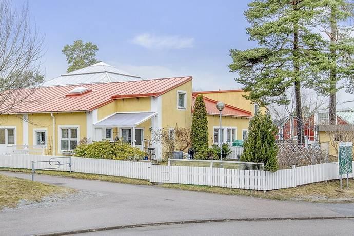 Bild: 4 rum bostadsrätt på Blommelundsvägen 13, Upplands Väsby kommun Carlslund