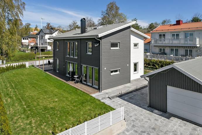 Bild: 6 rum villa på Sparreholmsvägen 1A, Stockholms kommun Örby Slott