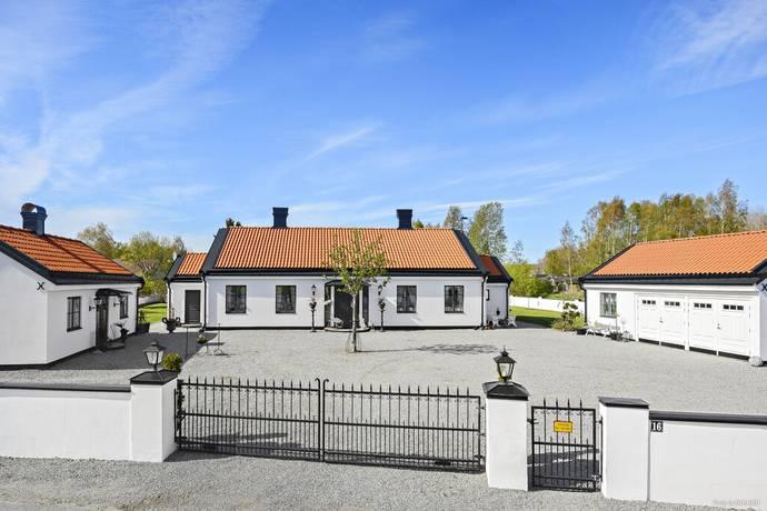 Bild: 7 rum villa på Vallmovägen 16, Enköpings kommun Bredsand