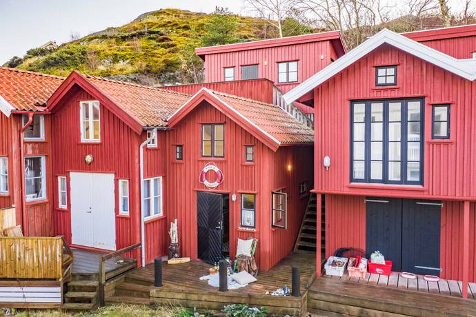 Sjöbod 4 och 7 i Grönviks Hamn        Malö, Orust                                               2500000kr                                                                                                      – Idag på Hemnet