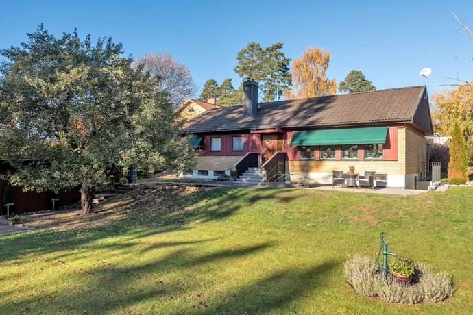 Bild: 7 rum villa på Torsvägen 10, Täby kommun Täby Kyrkby
