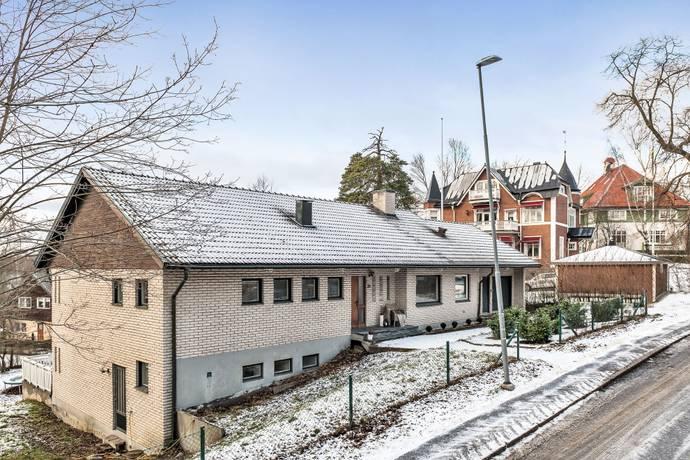 Bild: 6 rum villa på Banérvägen  3A, Danderyds kommun Djursholm