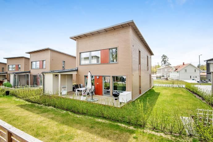 Bild: 5 rum villa på Runhällsgatan 5, Upplands Väsby kommun Fresta