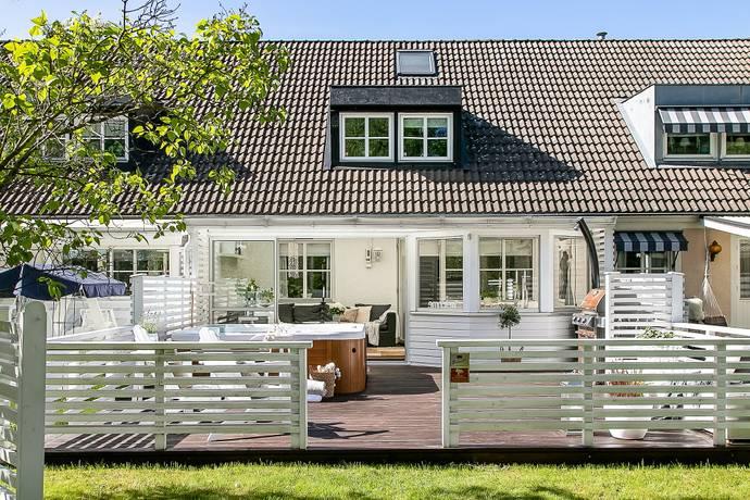Bild: 6 rum villa på Brevduvegatan 48, Örebro kommun Björkhaga