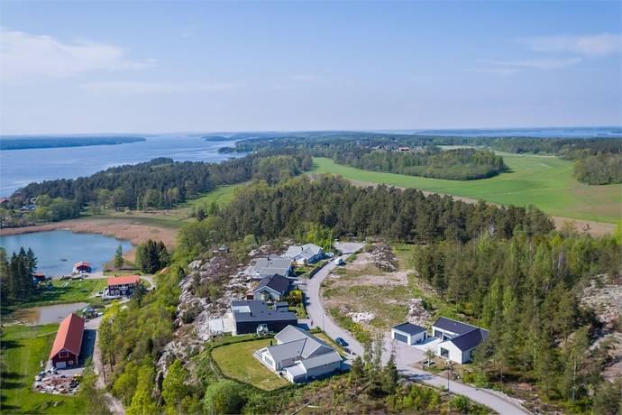 Bild: tomt på Körsbärsstigen 10, Västerviks kommun Solsidan