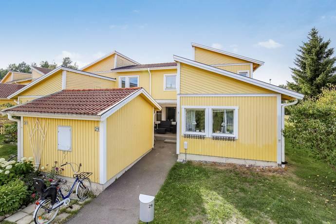 Bild: 4 rum radhus på Aronsborg 29, Håbo kommun BÅLSTA