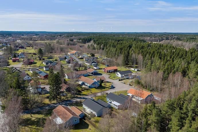 Bild: tomt på Furulundsvägen 11, Alingsås kommun Magra