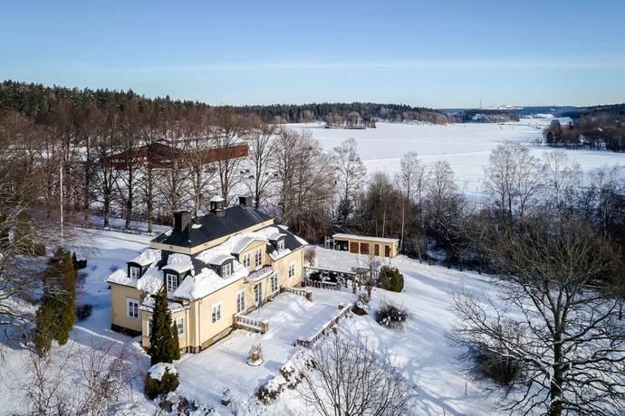 Bild: 9 rum villa på Skrävsta gård 1, Botkyrka kommun Tumba