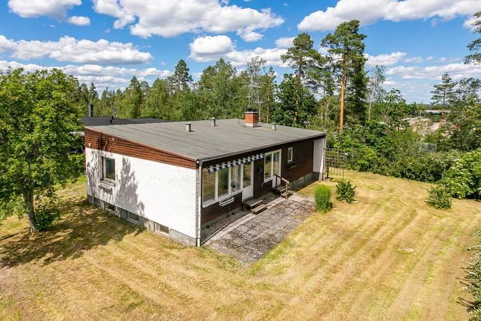 Bild: 5 rum villa på Skogsrundan 35, Hultsfreds kommun