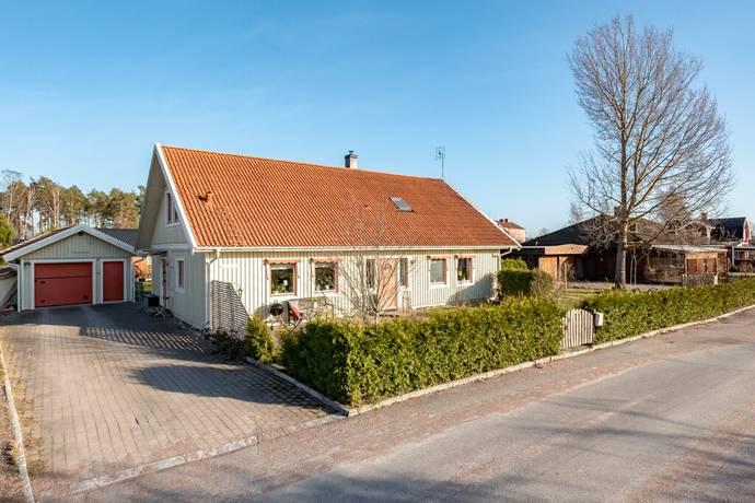 Bild: 7 rum villa på Hammarbergs väg 10, Kumla kommun Haga