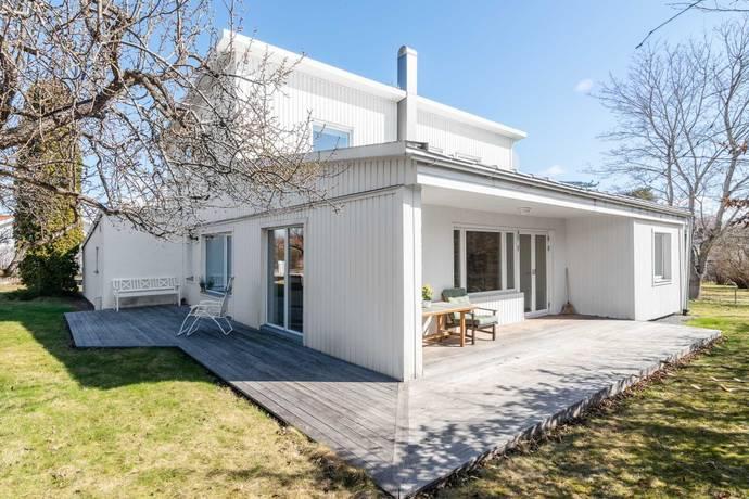 Bild: 5 rum villa på Lönnviksvägen 1, Uppsala kommun Sunnersta