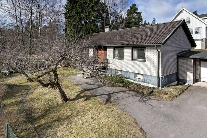 Bild: 6 rum villa på Lundavägen 4A, Huddinge kommun Fullersta