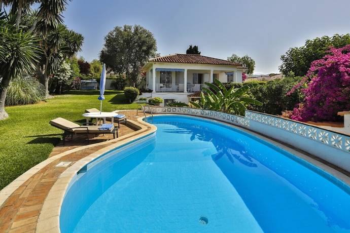 Bild: 4 rum villa på Charmig villa med stor tomt i Rio Real!, Spanien Marbella - Rio Real