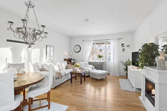 Bild: 3 rum bostadsrätt på Hammarvägen 28, 1 ½ tr, Järfälla kommun Jakobsberg