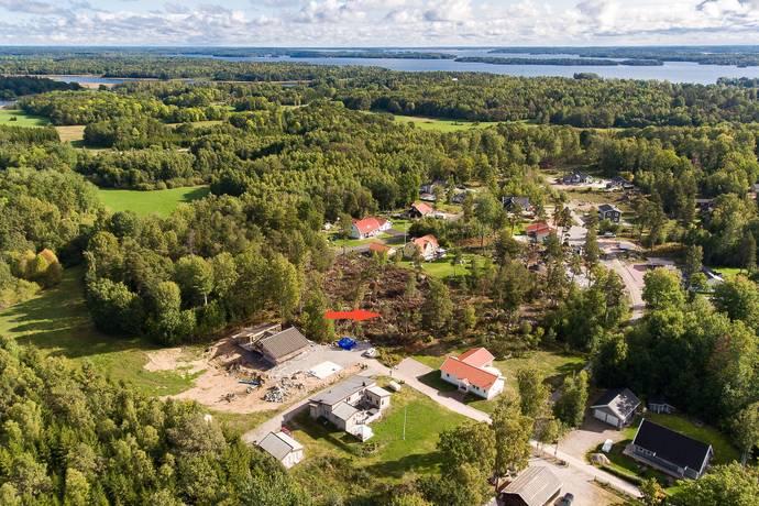 Bild: tomt på Sandatorpsstigen 12, Västerås kommun Kvicksund