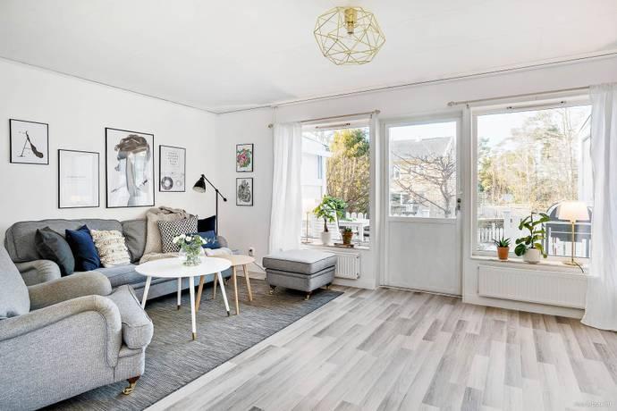 Bild: 4 rum radhus på Flugsnapparvägen 30, Värmdö kommun Gustavsberg Ösbydalen