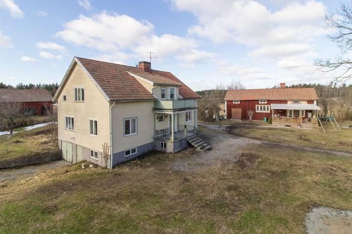 Bild: gård/skog på Brunnsbo 102, Sala kommun