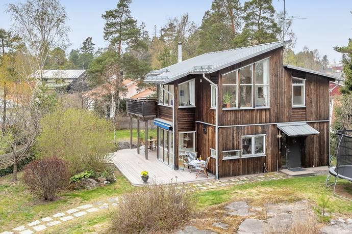 Bild: 5 rum villa på BADBERGSVÄGEN 10A, Österåkers kommun Margretelund