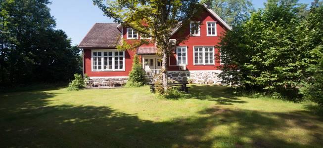 hus i småland till salu